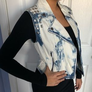 White acid wash vest with silver studs
